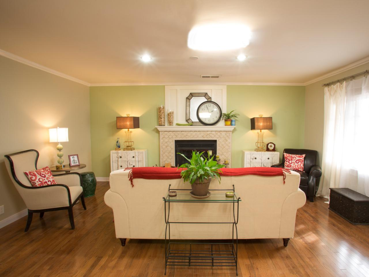 Decorating your space using accent walls crown paints blog - Living room with cream walls ...