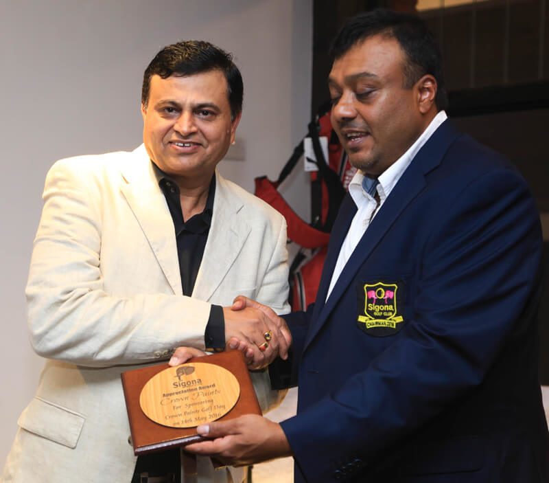Crown Paints CEO Rakesh Rao receives a token of appreciation from Sigona Golf Club chairman Kamal Shah for sponsoring the Crown Paints Golf Day at the club.